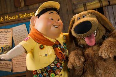 Os personagens Russel e Dug na nova atração UP! A Great Bird Adventure