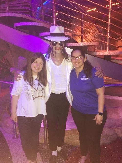 Claro que no final o Michael Jackson quis tirar foto com a gente. hahahaha :P