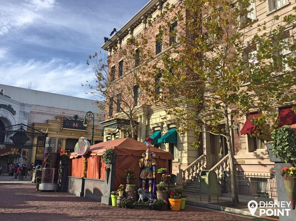 French Quarter Courtyard. As barraquinhas ainda estavam fechadas, mas dá pra ver que eles capricharam no cenário!