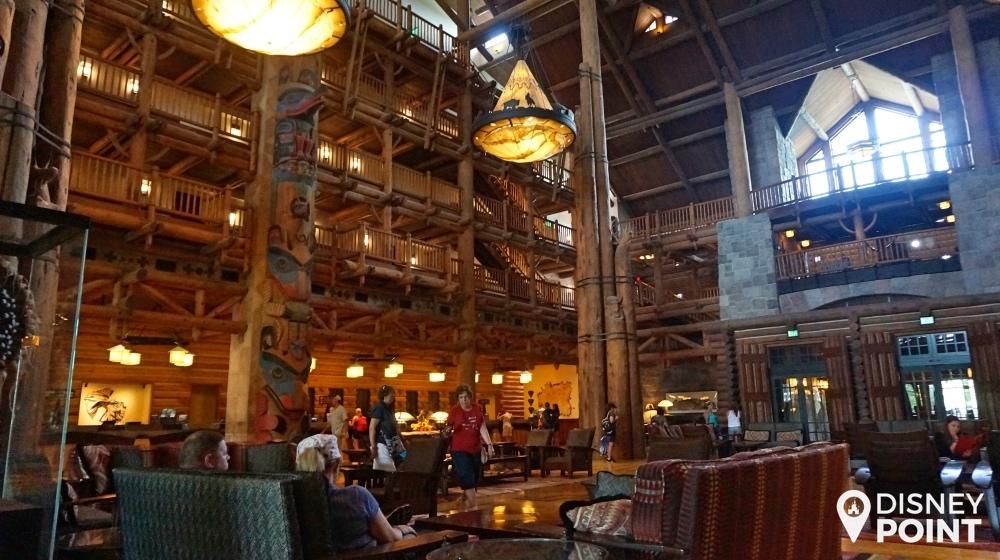 O lobby absurdo do Wilderness Lodge, todo em madeira! O pé direito tem a altura de 7 andares.