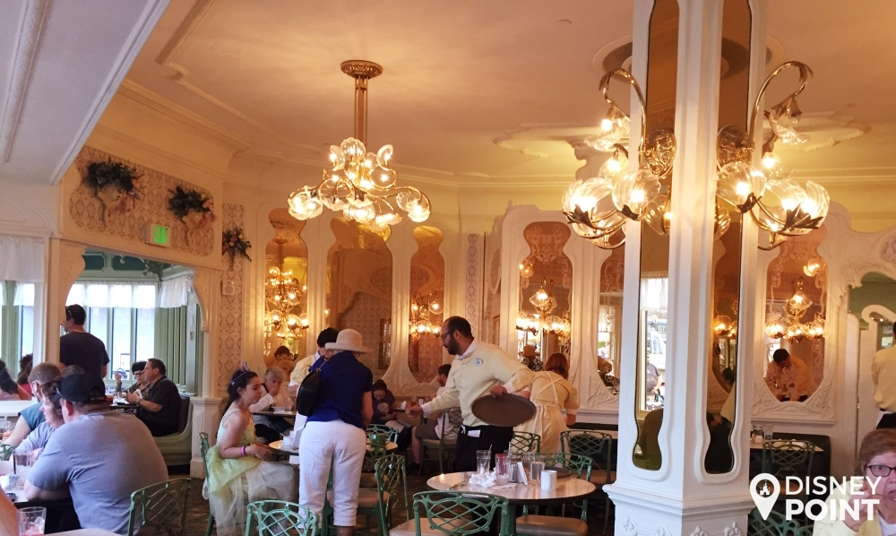Disney Point The Plaza Restaurant Magic Kingdom Ambiente 2