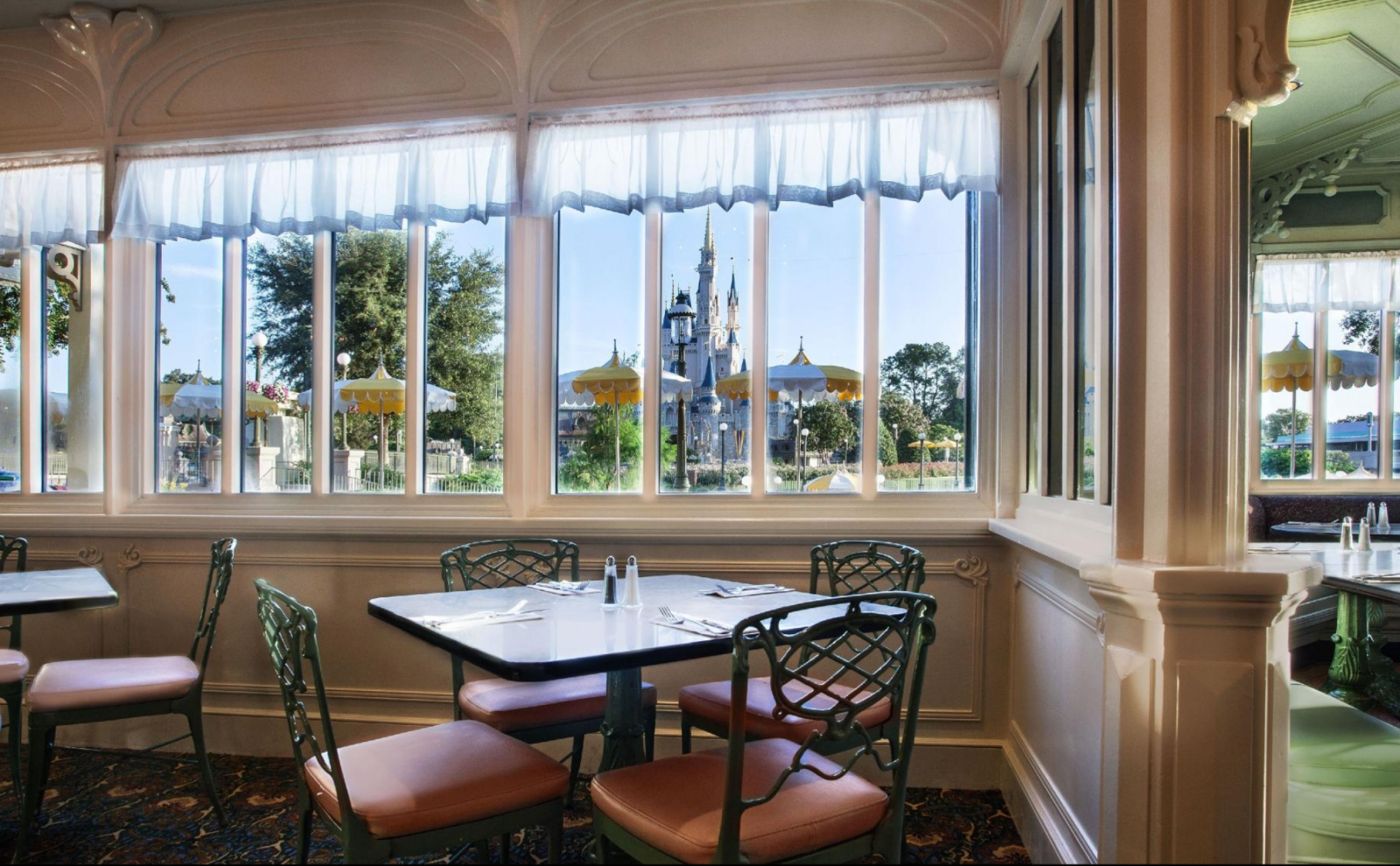 Disney Point The Plaza Restaurant Magic Kingdom Castelo