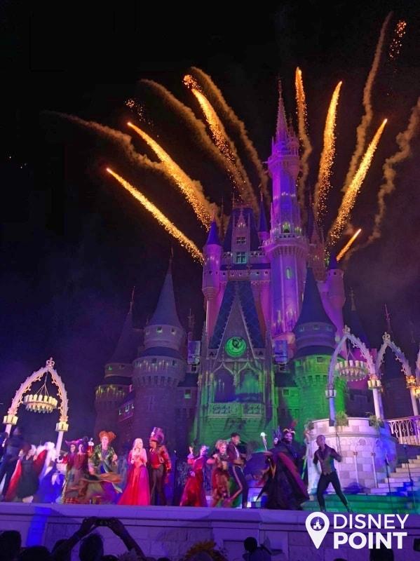 Disney Point Mickey's Not So Scary Halloween Party MNSSHP Disney Hocus Pocus-min