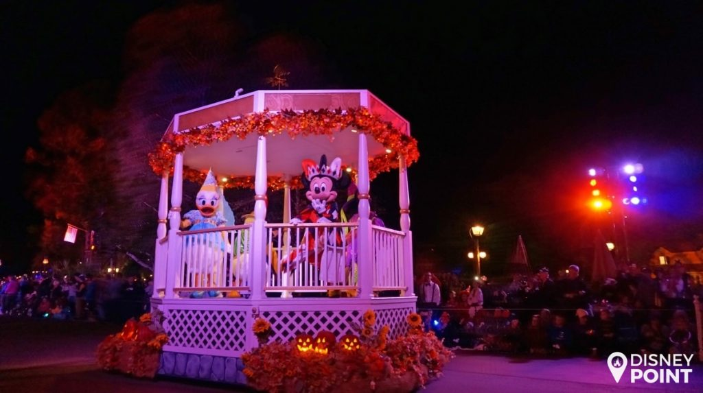 Disney Point Mickey's Not So Scary Halloween Party MNSSHP Disney Parada Boo To You-min
