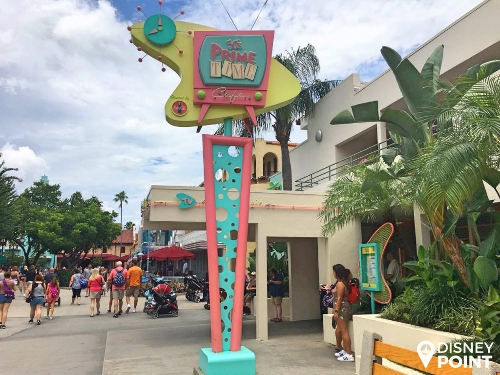 Disney Point Hollywood Studios 50's Prime Time Café Entrada-min