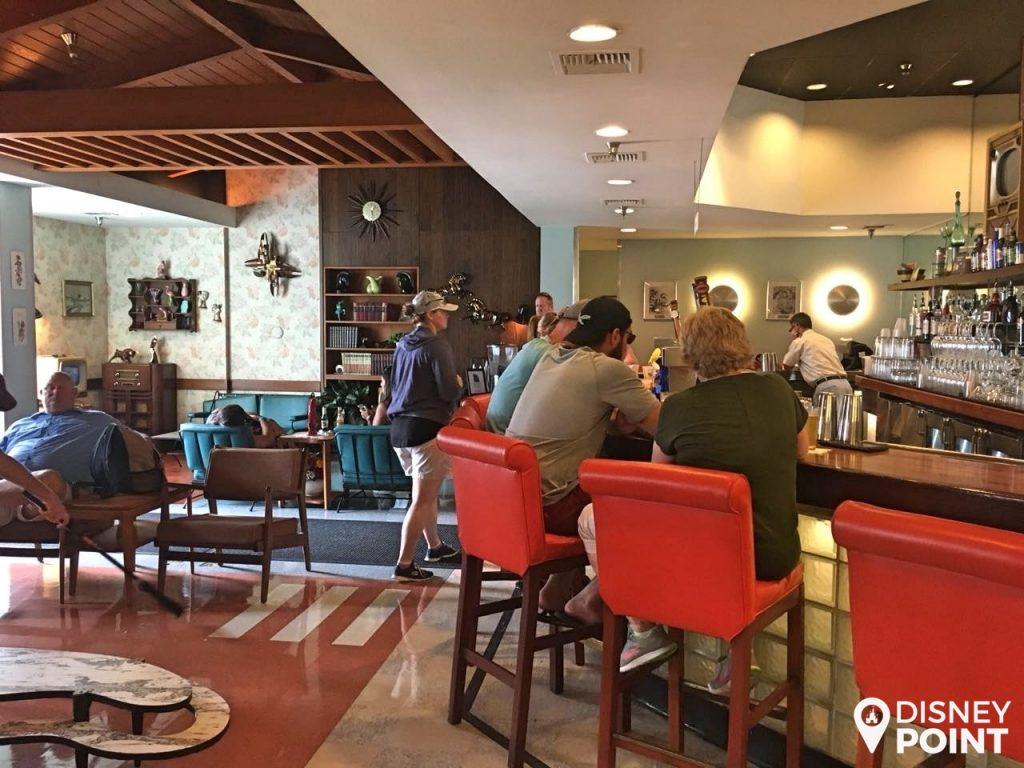 Disney Point Hollywood Studios 50's Prime Time Café Espera-min